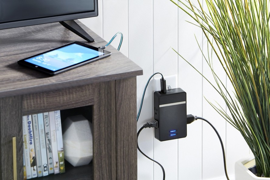 Rocketfish™ - 4-Outlet 2-USB Wall Tap Surge Protector