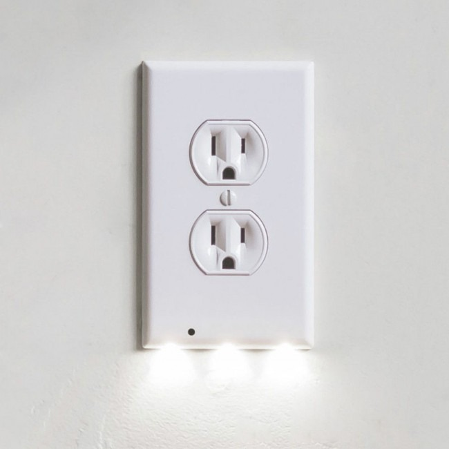 iTD Gear Wall Outlet Coverplate w LED Night Lights.jpg